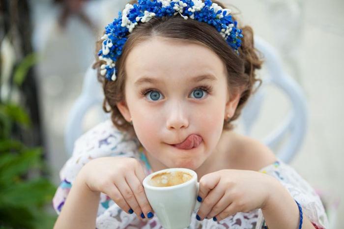 Buah Hati Ikut Minum Kopi? Kenali Risiko Kafein untuk Balita Berikut Ini
