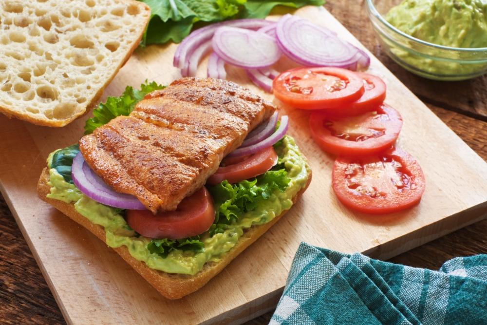 Ide Menu Sehat dengan Salmon Sandwich