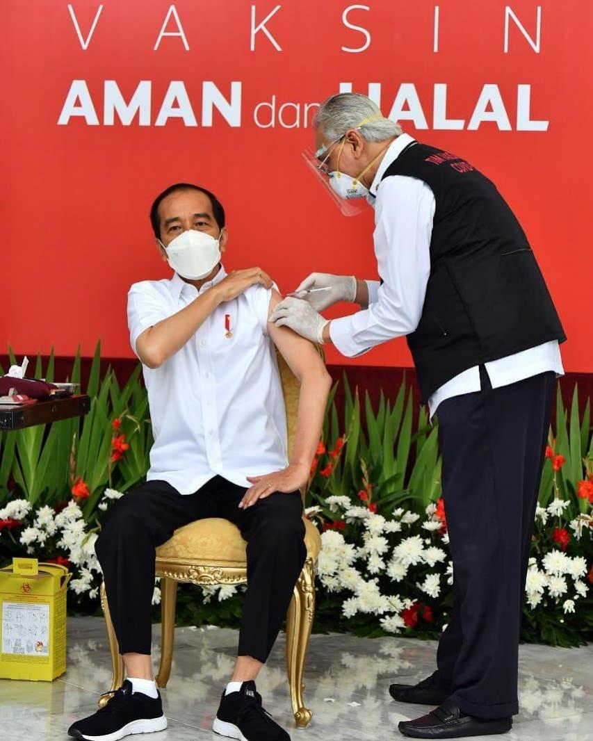 Jokowi, Orang Pertama Penerima Vaksin COVID-19 di Indonesia