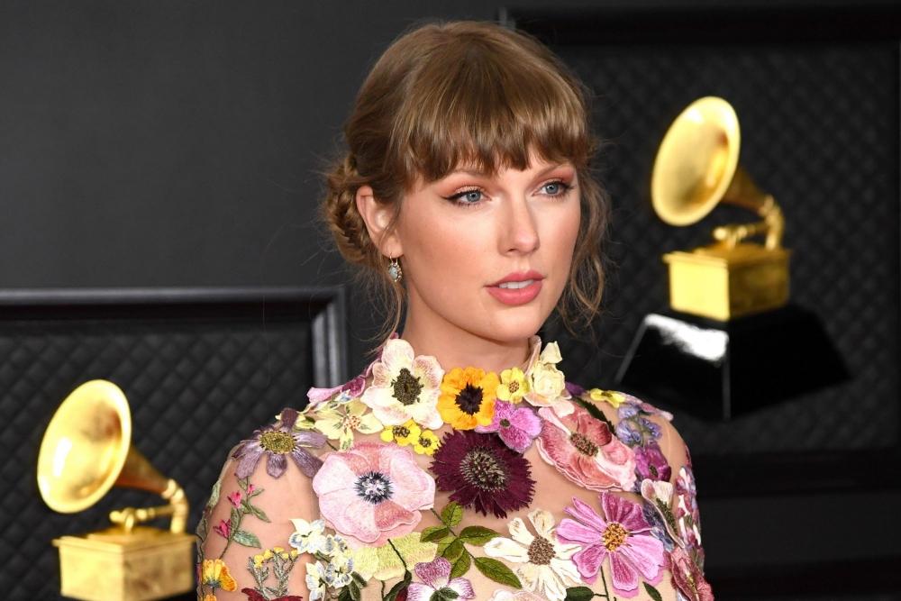 Mulai Dari Gaun Serba Bunga, Inilah 3 Busana Terbaik Grammy Awards 2021
