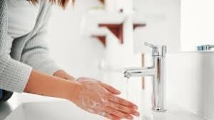 Sabun dan Hand Sanitizer. Mana yang Lebih Efektif?