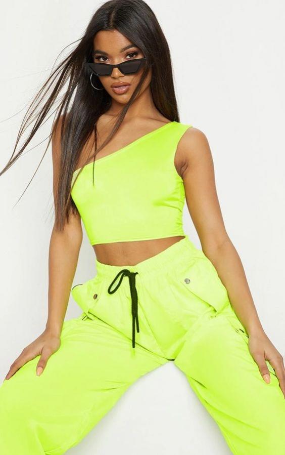 Tips Gunakan Lime Green Color Pada Busana
