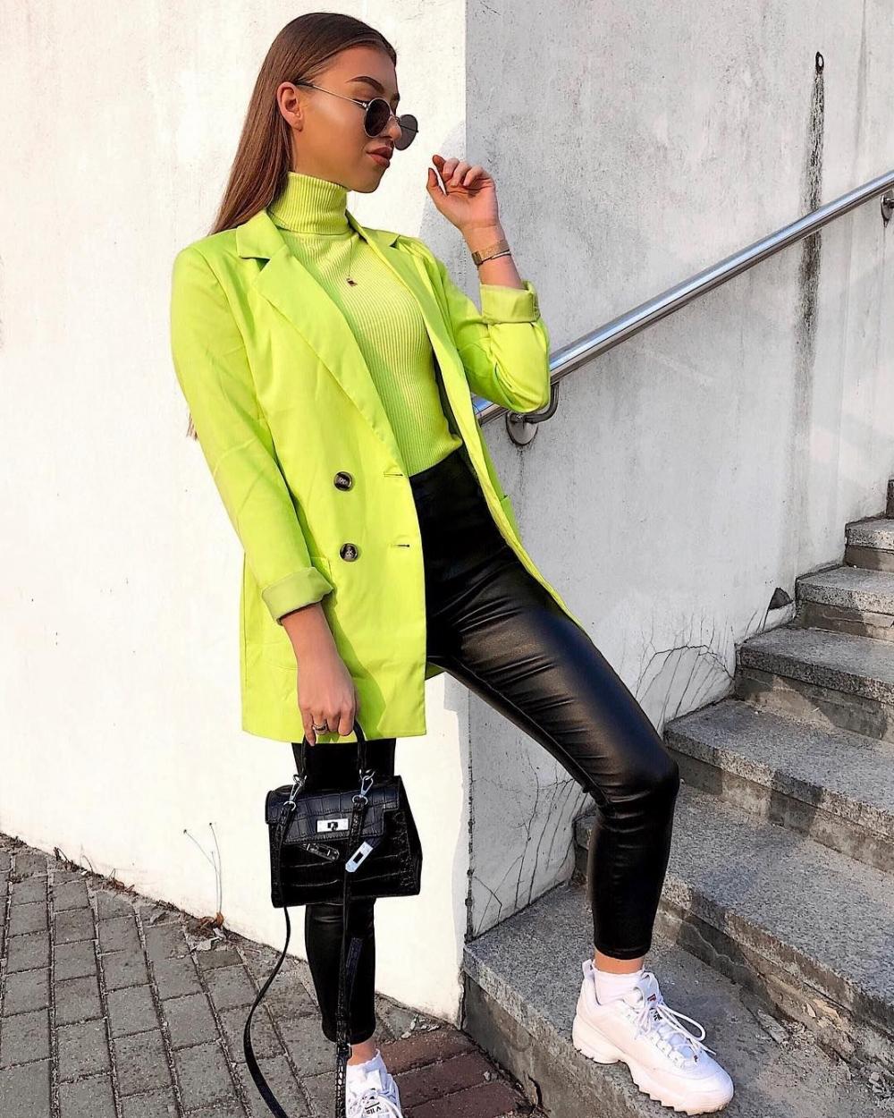 Tips Gunakan Warna Neon untuk Outfit ke Kantor