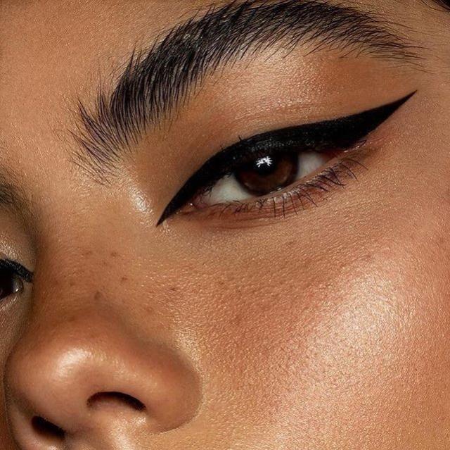 Tips Mudah Atasi Eyeliner Kering